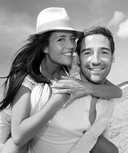 couple-on-beach-bw